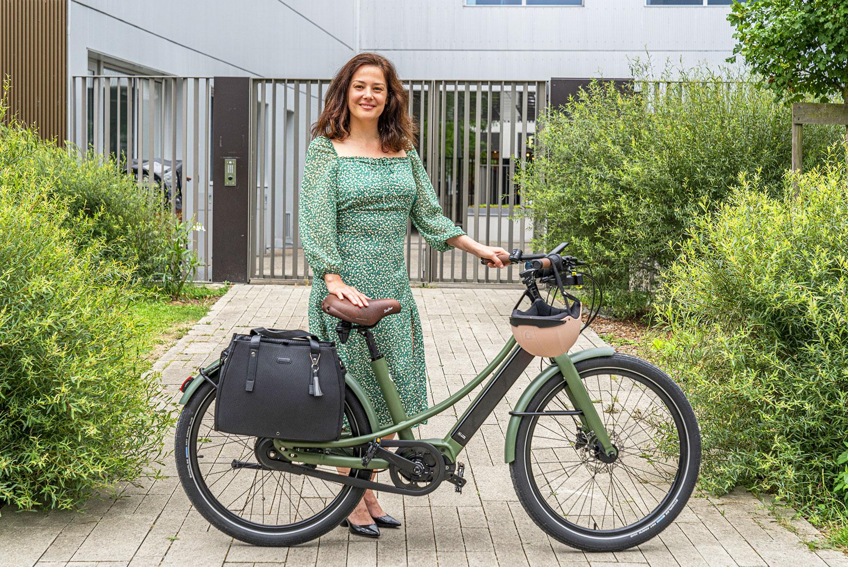 Conseiller femme VDI et de démonstration du vélo électrique Reine Bike Nantes