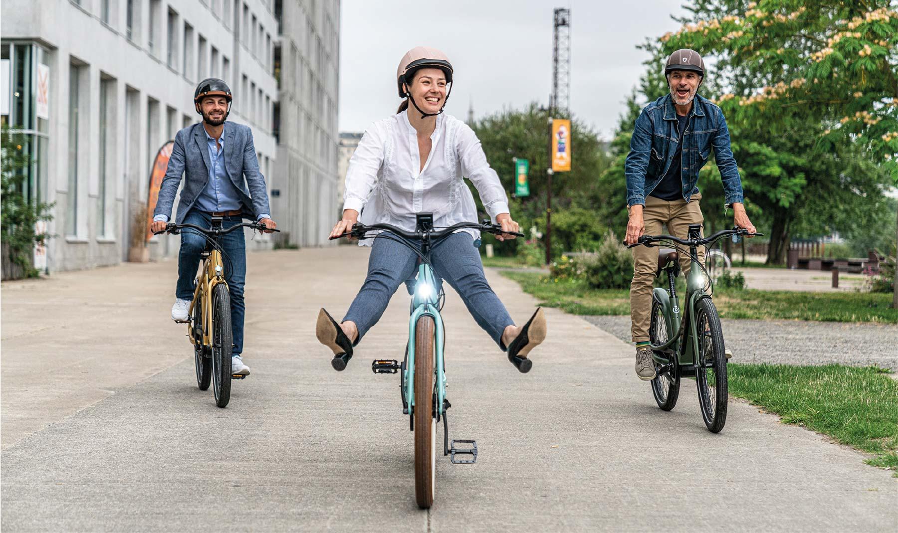 balade en ville avec le vélo électrique haut de gamme de la marque française Reinebike