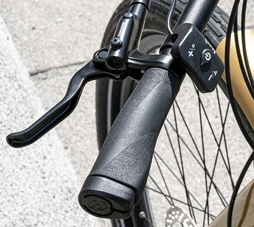 Poignée design en simili cuir du bike Reinebike, marque française haut de gamme