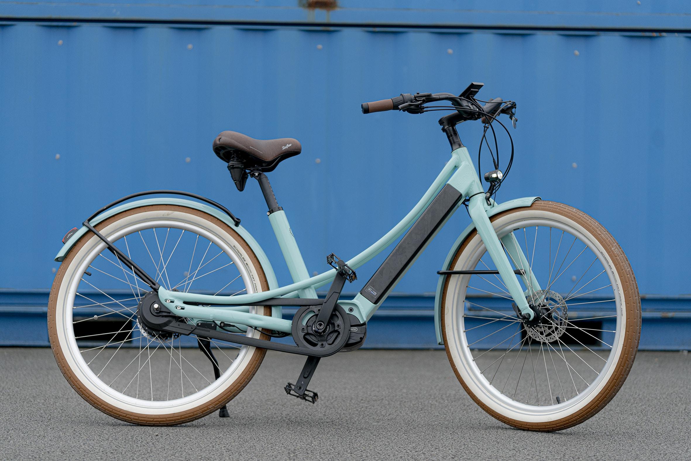 coloris bleu clair pour ce celo au style neo-rétro de la marque française haut de gamme Reinebike