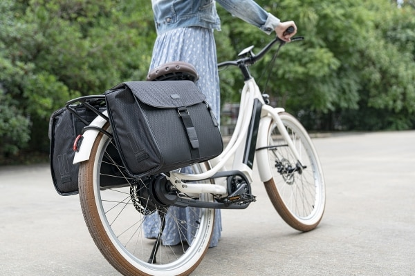 option double sacoche femme à clipser sur porte-bagage vélo électrique Reinebike