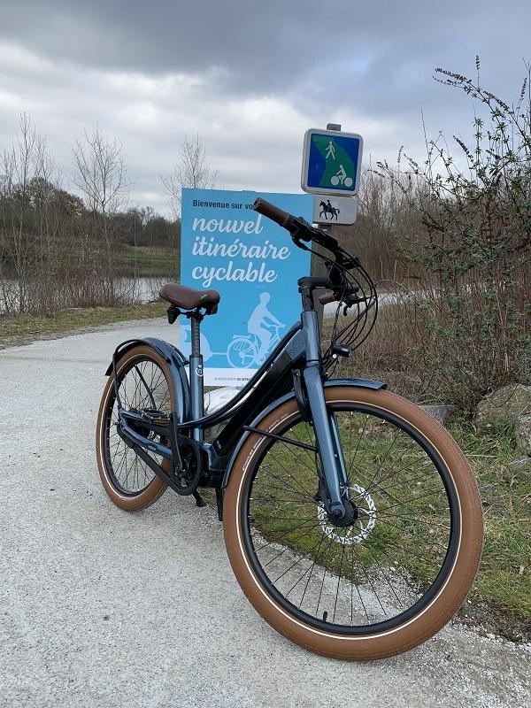 vélo électrique connecté Reinebike pour une balade sur les bords de la loire nantaise